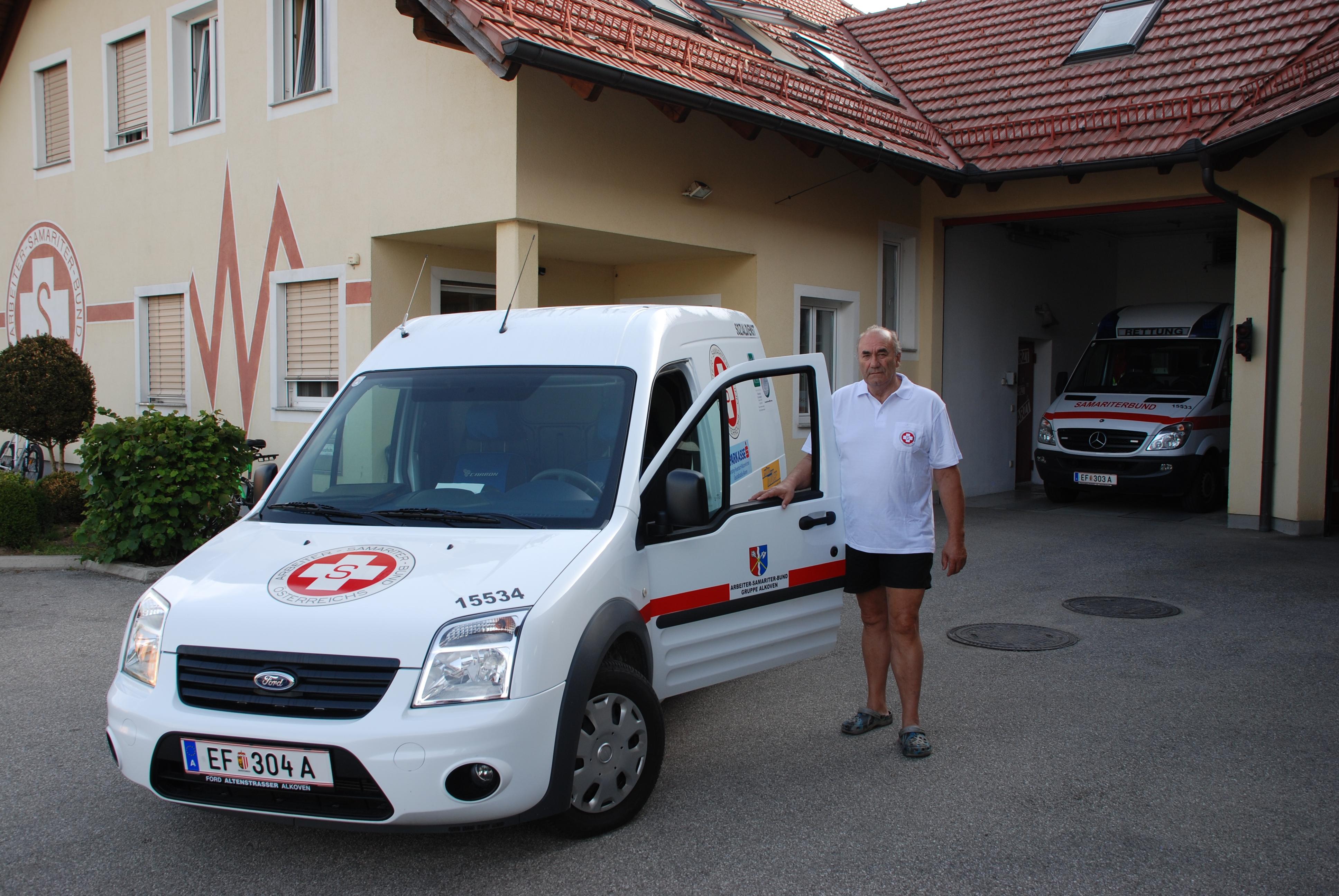 Das Essen auf Räder Fahrzeug 15534 mit dem Bereichsleiter Sozialdienst Weiser Lothar.